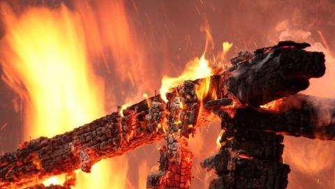 На пожаре в Самойловском районе погиб мужчина