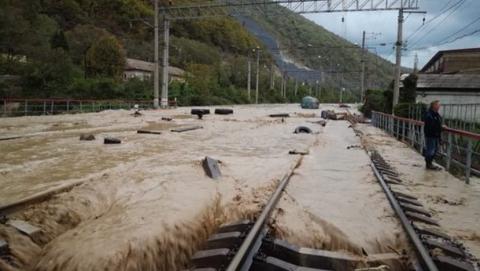 """Прокуроры открыли """"горячую линию"""" для пассажиров застрявших на Кубани поездов"""