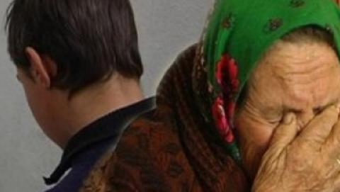 Освободившийся по УДО заключенный сядет за ограбление старушки