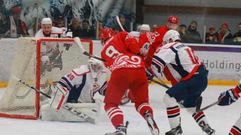 Саратовские хоккеисты позволили сопернику выйти в лидеры первенства ВХЛ