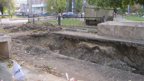 Жители дома на Посадского обеспокоены глубокими ямами у дома
