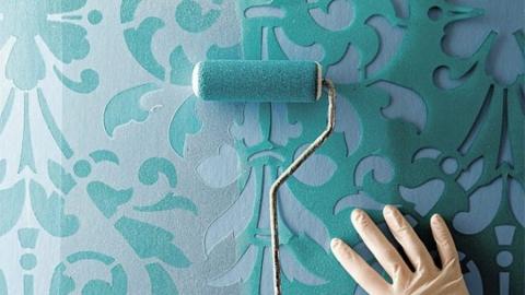 Красим стены дома: нанесение краски через трафарет