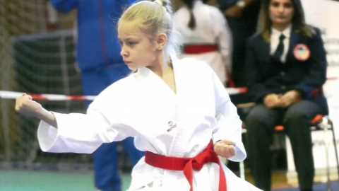 Десятилетняя каратистка с травмой выиграла чемпионат Европы