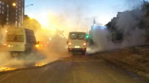 Улицу Тархова второй день заливает кипяток