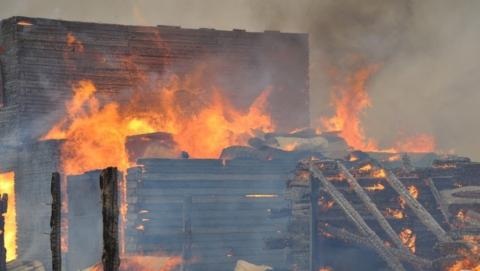 В Новоузенске сгорели два дома и баня