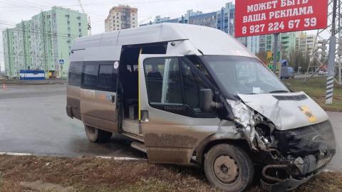 Семь женщин ранены в аварии с маршруткой и грузовиком