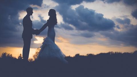 Саратовцам предлагают пожениться ночью