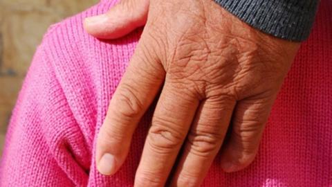 Пенсионера обвиняют в развращении ребенка