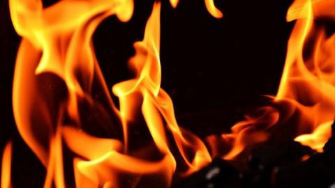 Пожарные спасли четырех взрослых и ребенка из огня