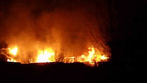 Ночью сгорели два огромных сарая