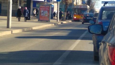"""Две иномарки перекрыли Московскую возле """"Феникса"""""""