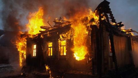 Пожары уничтожили три частных дома