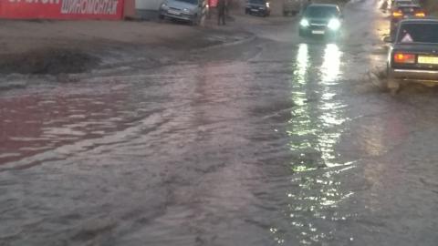Вода заливает улицу Чапаева