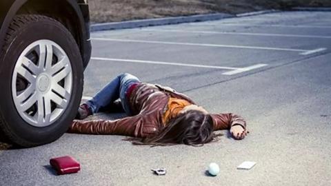В центре Энгельса автолюбитель сбил девушку и уехал