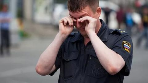 Саратовчанка избила полицейского