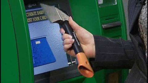 Грабители пытались взломать банкомат в почтовом отделении