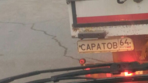 Фургон с номером «Саратов» сфотографировали на дороге