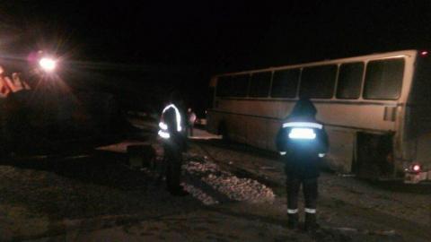 Азербайджанский автобус врезался в отбойник под Вольском