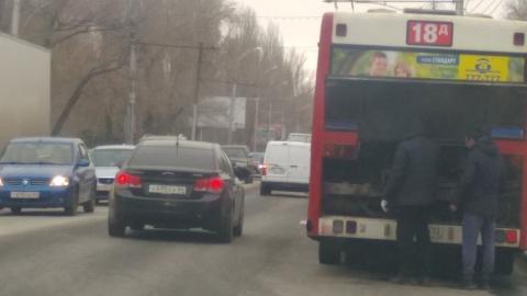 Сломавшийся автобус перегородил проспект 50 лет Октября