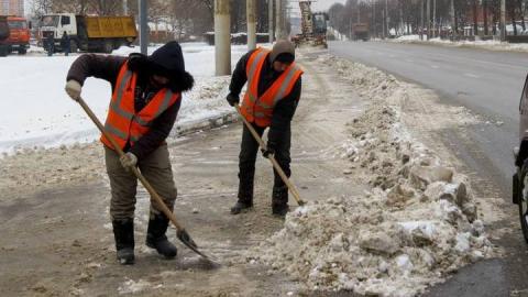 В Саратове приступили к уборке города от снега