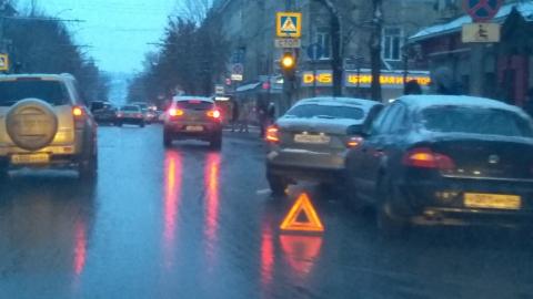 В центре Саратова - пробка из-за двух столкнувшихся «Шкод»