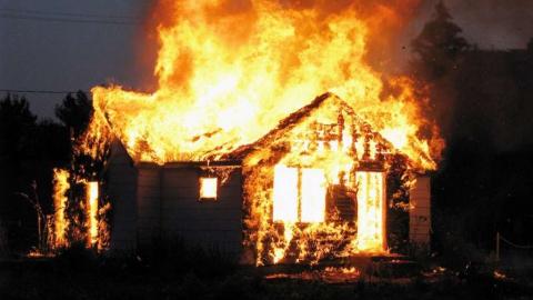 Родители спасли детей из огня