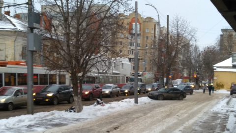 Улица Чернышевского превратилась в огромный затор