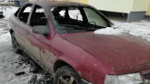 На улице Блинова сгорел красный «Опель»