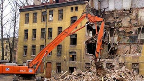 Саратовских чиновников заставят расселить девять аварийных домов
