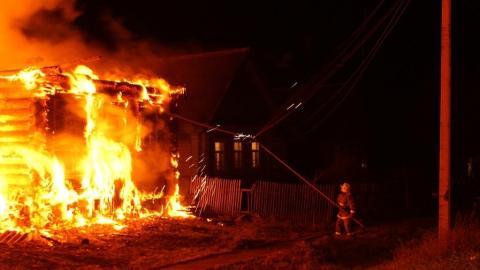 В доме после пожара обнаружили труп пенсионера