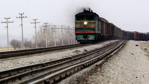 Под Саратовом грузовой поезд врезался в ВАЗ 2106