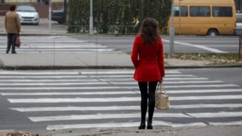 Женщина на «семерке» сбила девушку