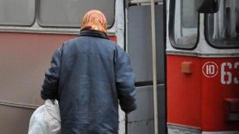 Пенсионерку госпитализировали после падения в троллейбусе