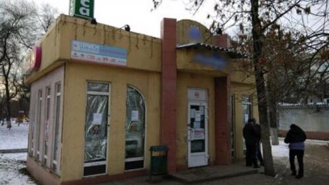 Приставы уговорили предпринимателя сломать магазин