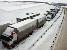 На трассе Саратов-Волгоград затор растянулся на 13 километров