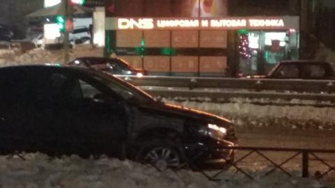 Три ВАЗа столкнулись на улице Тархова и перегородили все полосы