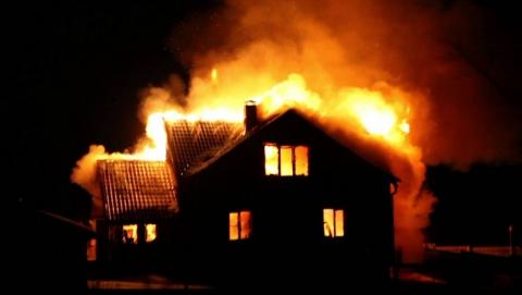 Пожары уничтожили два жилых дома