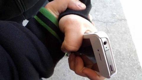 Семиклассник отнял телефон у третьеклассника