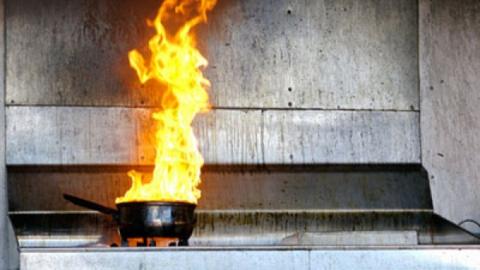 Пожар на кухне тушили 22 огнеборца