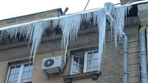 Управляющие компании не чистили дворы и крыши от снега и льда