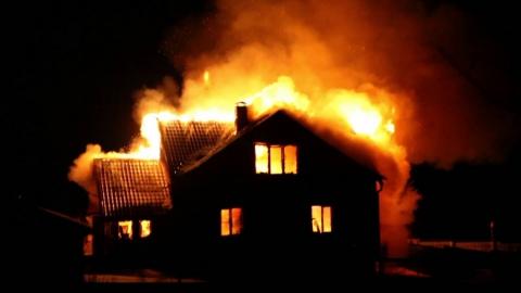 Ночной пожар унес жизни двоих людей