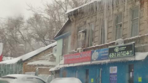 Николай Панков посоветовал чистить крыши от сосулек или выдавать людям каски