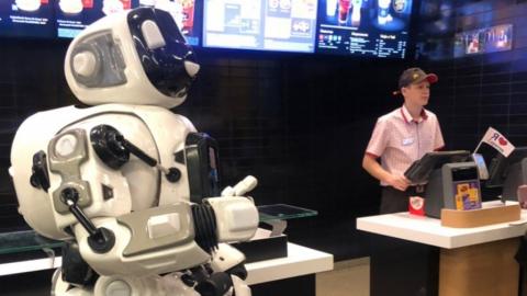 Саратовцев зовут на встречу с роботами, которые говорят и играют в прятки