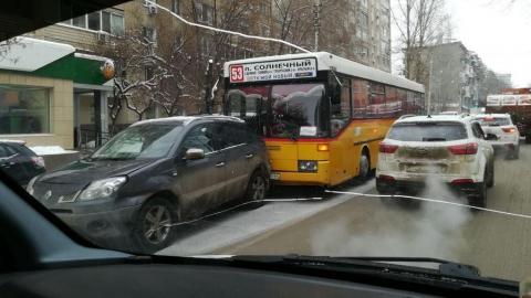 """Водитель автобуса """"догнал"""" """"Рено Дастер"""""""