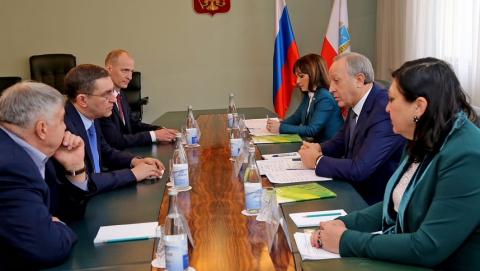 Радаев и председатель Поволжского банка ПАО Сбербанк обсудили сотрудничество