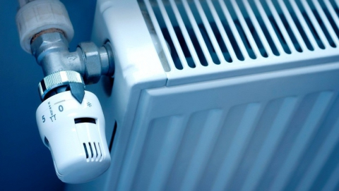 Энергетики из-за прорыва теплотрассы перевели дома на альтернативную схему отопления