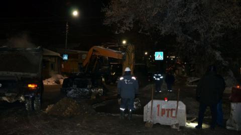 Авария на теплосетях в центре Саратова. Тепло обещают дать в 6-8 часов утра