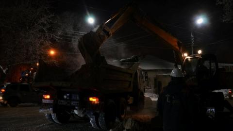 Энергетики меняют участок теплосети по улице Горького в Саратове