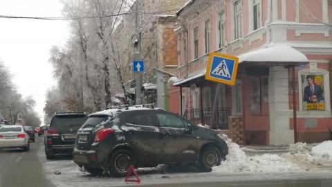 """""""Опель"""" врезался в знак пешеходного перехода"""