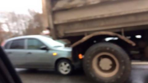 Под Шиханами легковушка влетела под грузовик